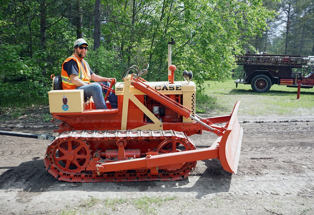 Here are 13 vintage heavy equipment photos from HCEA Canada's collection
