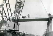 Lorain mobile crane