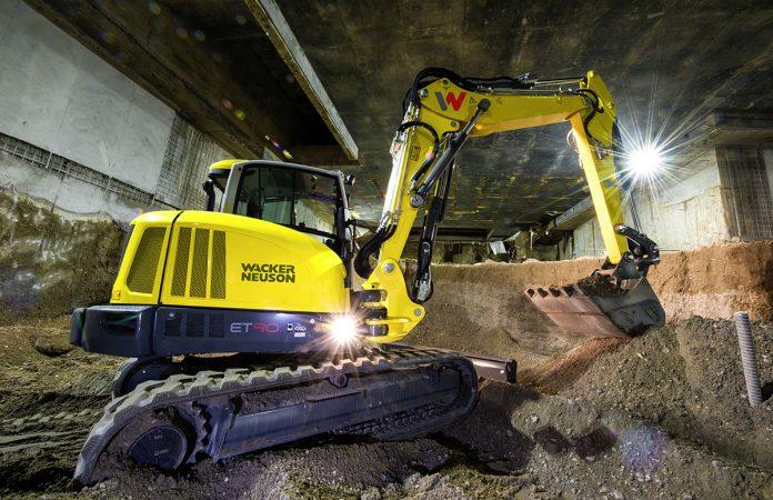 triple boom excavator
