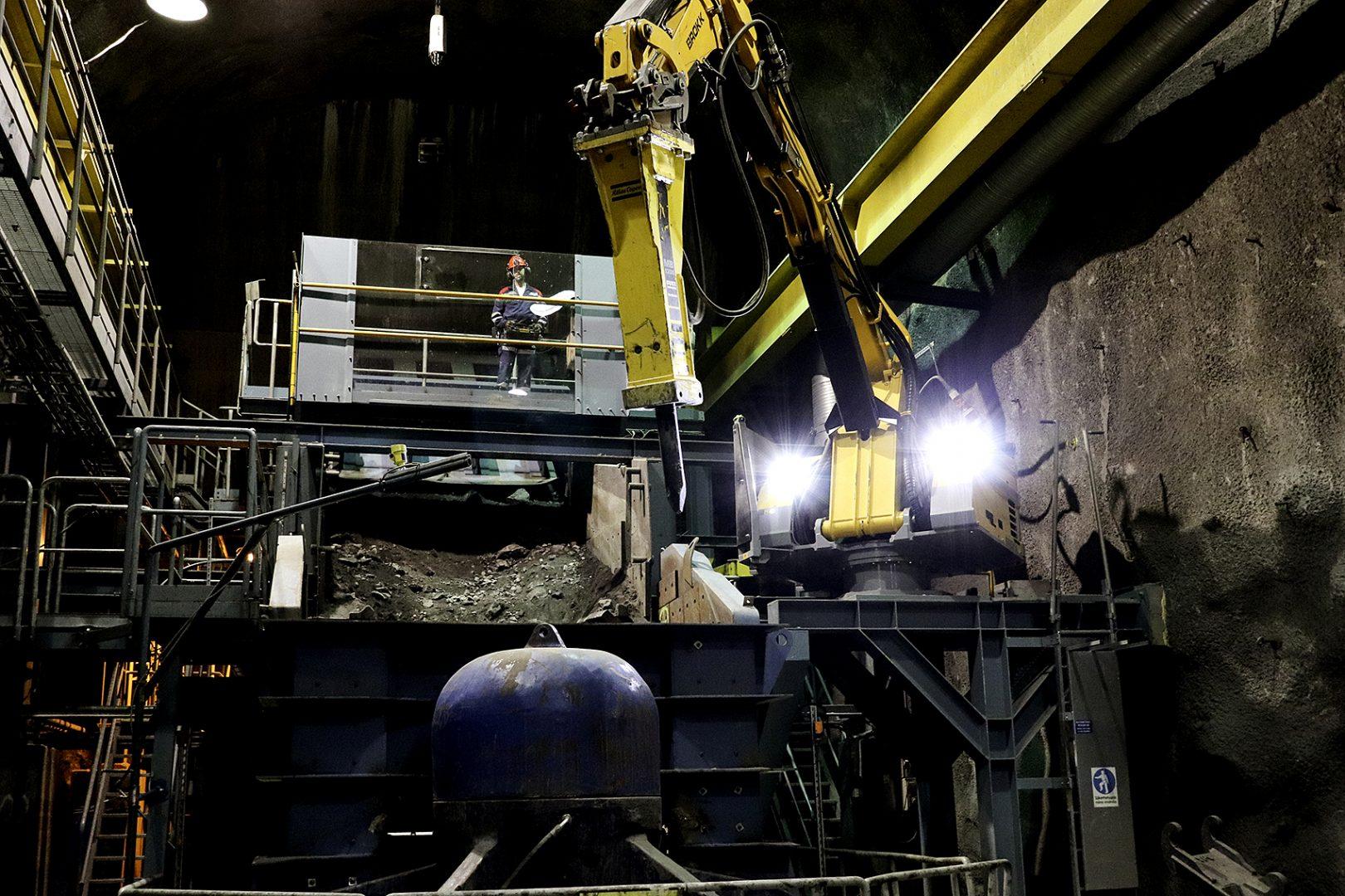 A Brokk Pedestal Boom unit uses its breaker in a mine.