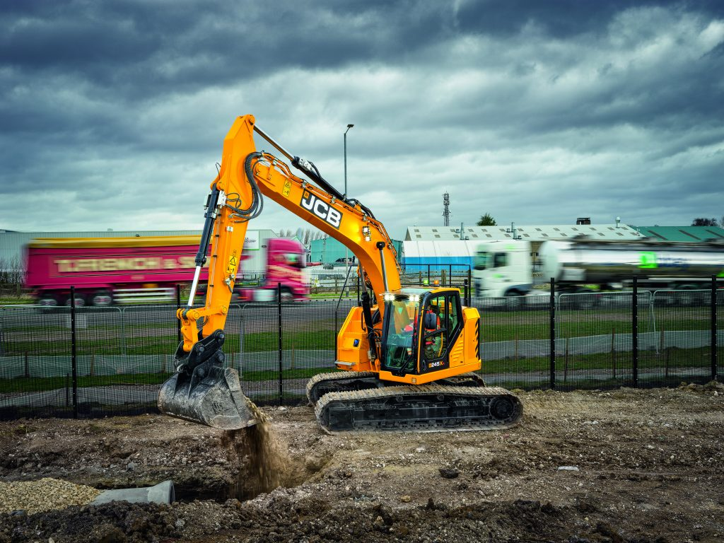 JCB 245XR shows off its reduced tails swing by working right up against a fence.