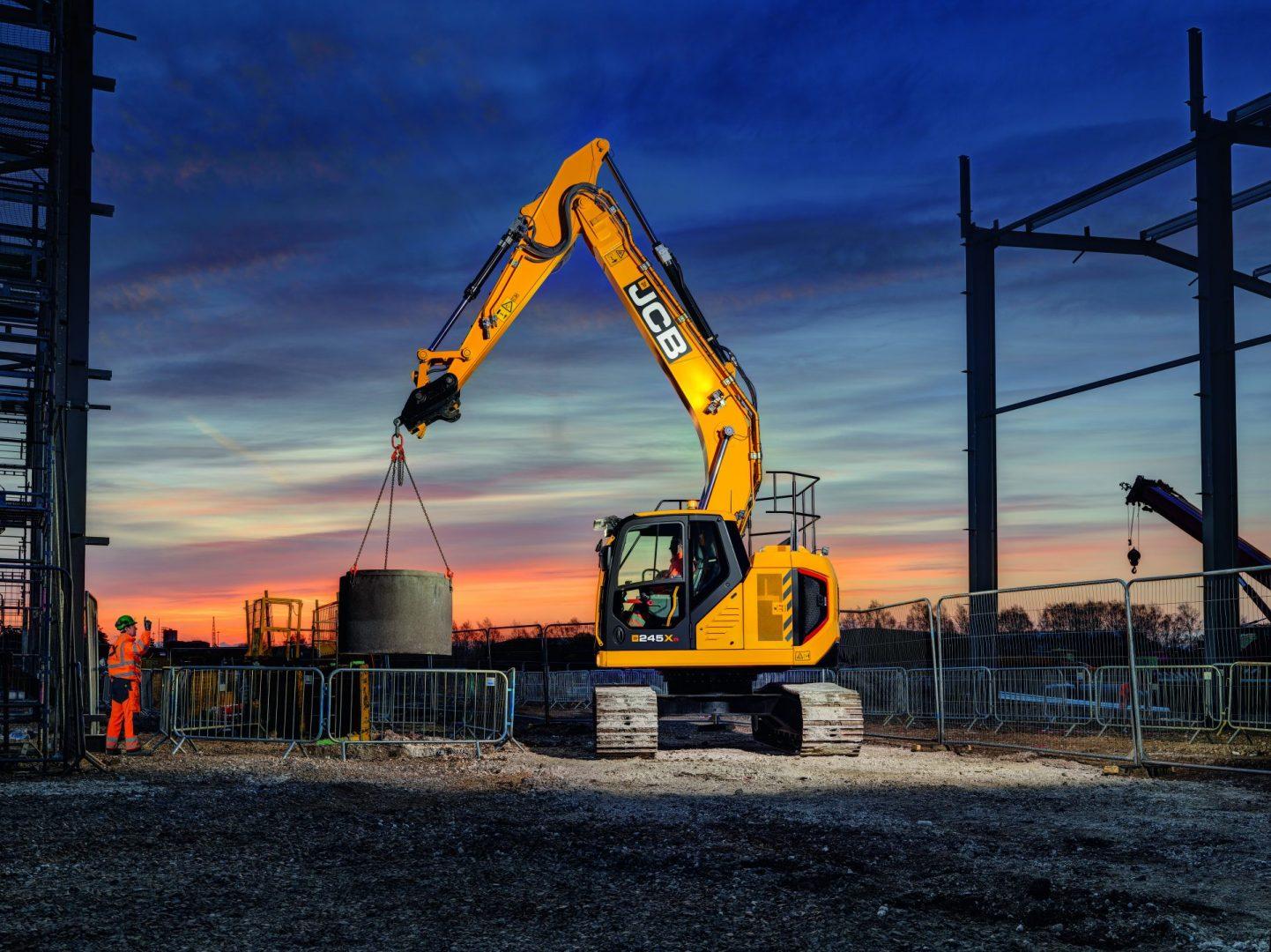 JCB 245XR lifts a riser on a job site.