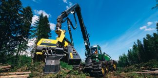 John Deere's new H425 harvester head being used on a job site.